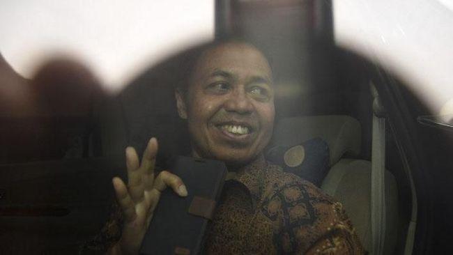 Diperiksa Sebagai Tersangka, Nur Mahmudi PKS Tebar Senyum