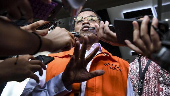 Dalam dakwaan, mantan Menteri Sosial Idrus Marham disebut meminta uang kepada pengusaha Johannes Kotjo untuk kepentingan munaslub Partai Golkar.