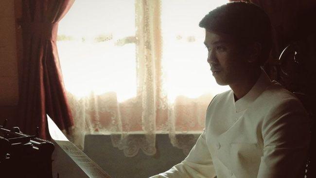 Pertalian Hanung Bramantyo dengan novel Bumi Manusia melewati jalan yang berliku hingga akhirnya mahakarya Pramoedya Ananta Toer itu kini hadir di layar kaca.