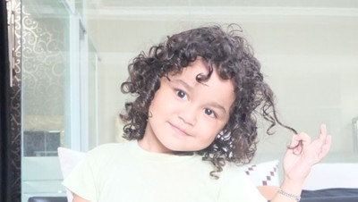Gantengnya Juna, si 'Malaikat Kecil'-nya Kartika Putri