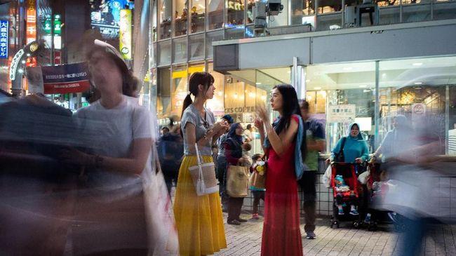 Ekonomi Jepang menyusut 0,3 persen pada kuartal ketiga tahun ini. Perlambatan terjadi setelah rentetan bencana mengakibatkan daya beli dan ekspor menurun.