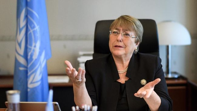 Former Chilean president Michelle Bachelet speaks from her office at the Palais Wilson on her first day as new United Nations (UN) High Commissioner for Human Rights on September 3, 2018 in Geneva.  / AFP PHOTO / POOL / Fabrice COFFRINI