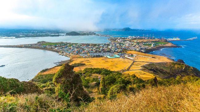 Siapa sangka ternyata sebuah pulau kecil di Korea Selatan menjadi rute penerbangan tersibuk di dunia.