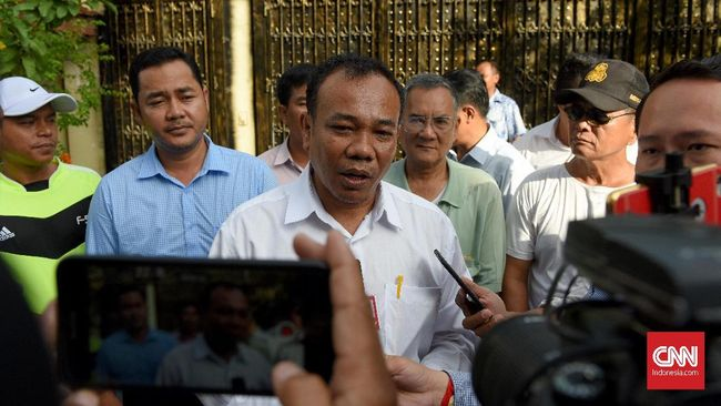 Pemerintah Kamboja membebaskan pemimpin oposisi Kem Sokha dari status tahanan rumah. Sebelumnya, ia ditahan atas tuduhan pengkhianatan negara.
