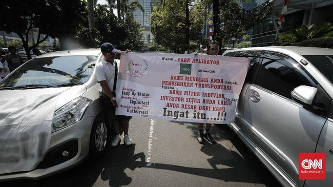 Pengemudi taksi daring menyatakan mereka tetap ingin mempertahankan hubungan kemitraan dan menolak monopoli tarif.
