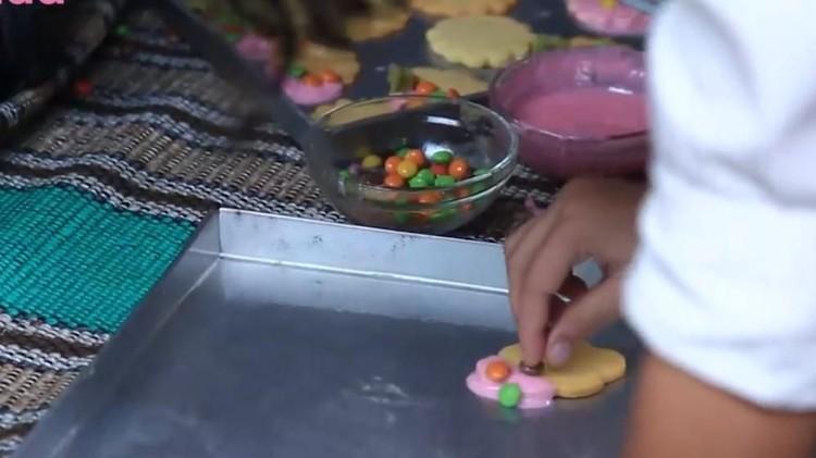 Libur 1 Muharam nggak ke mana-mana, Bun? Daripada bengong, yuk bikin kue bakar ala Betawi bareng si kecil. Simak resepnya di sini ya.