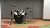 <p>Anak juga diajari main alat musik. Wah, seru banget ya. </p>