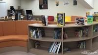 <p>Ruang perpustakaannya nyaman banget deh. </p>