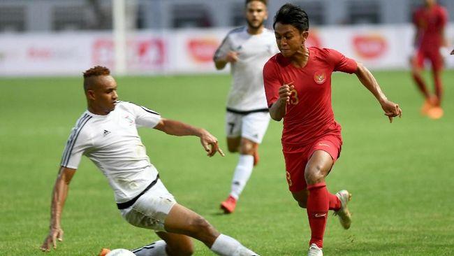 Sebagian netizen mengeluhkan desain dan warna kostum baru Timnas Indonesia karena dianggap mirip dengan kostum timnas China.