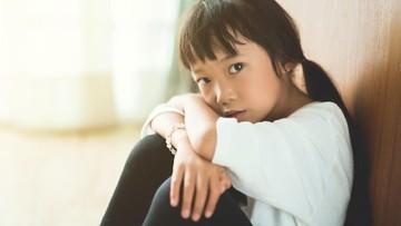 Umur Berapa Anak Bisa Ditinggal Sendiri di Rumah? Ini Tipsnya