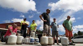 FOTO: Badai Florence Datang, Warga AS Ambil Ancang-ancang
