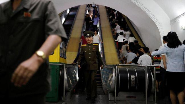 Jangan sembarang berfoto menjadi salah satu tips dalam buku panduan wisata Korea Utara.