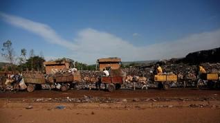 FOTO: Melawan Sampah Bersama Keledai di Mali