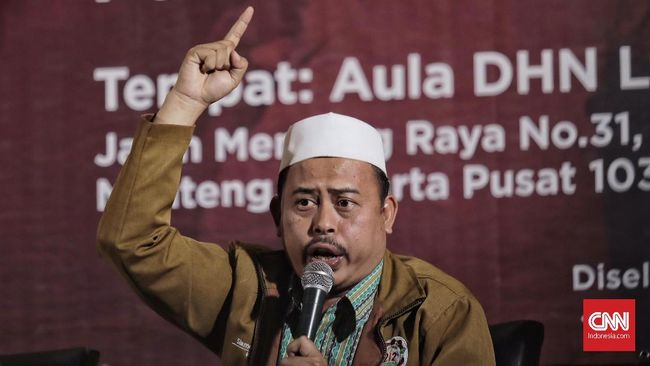 """Ketua Persaudaraan Alumni 212 Slamet Maarif menghadiri diskusi """"Penghadangan Masif, Rezim makin Represif?"""" di gedung Joang 45, Jakarta (13/9)."""
