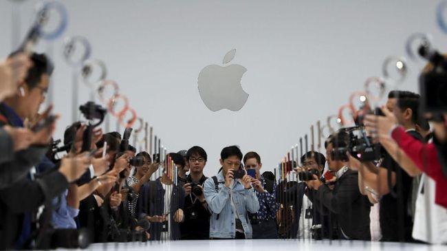 Setelah sempat digeser oleh Microsoft, Apple kembali 'mengambil tahtanya' sebagai perusahaan publik paling berharga di Amerika Serikat.