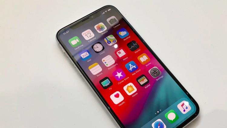 Anak-anak bisa punya banyak keinginan. Salah satunya ingin punya gadget terbaru seperti iPhone XS.