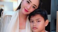 <p>Beberapa kali di postingan, Dewi Perssik selalu berharap Gabriel tumbuh menjadi sosok yang saleh. (Foto: Instagram @dewiperssikreal)</p>