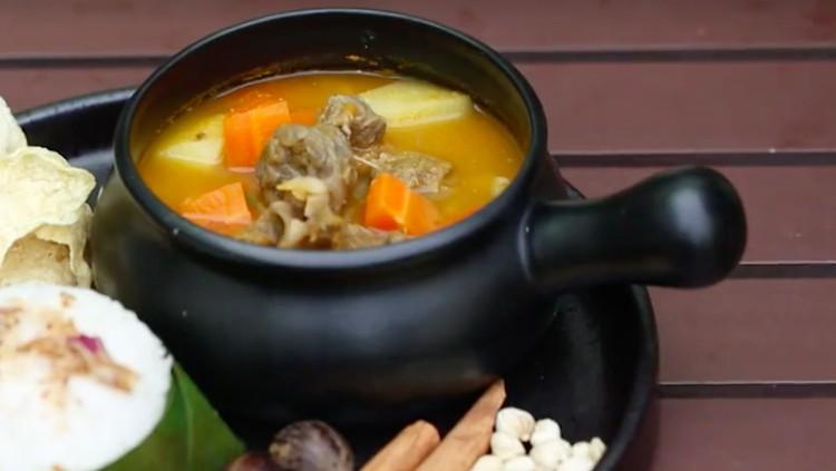 Resep sup kambing deli dulunya hanya disajikan untuk keluarga Kerajaan Deli. Tapi kini, Bunda bisa menyajikannya di rumah.