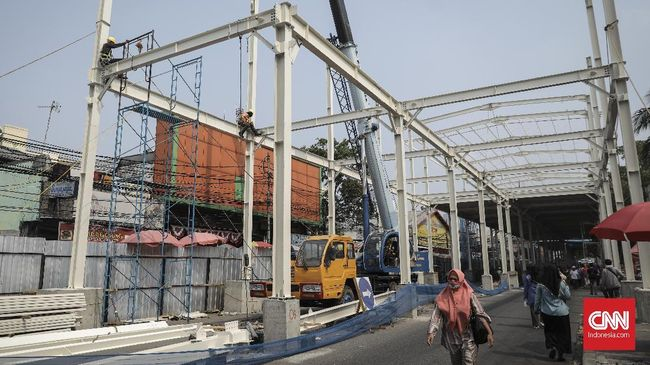 Jalan Jatibaru sudah dibuka secara terbatas tak lama setelah peluncuran skybridge. Baru sehari dibuka, jalan ini kembali sibuk oleh lalu lalang kendaraan.
