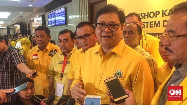 Ketua Umum Partai Golkar Airlangga Hartarto meminta semua pihak tak membesar-besarkan Go Prabu yang mendukung Prabowo-Sandi karena tak mewakili partai.