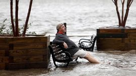 FOTO: Berlindung dari Sapaan Badai Florence