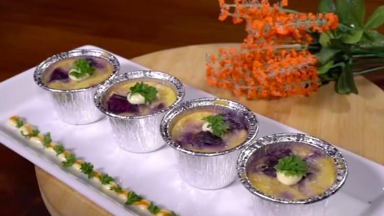 Biasanya schotel memakai bahan dasar makaroni. Tapi ada yang beda nih, schotel dengan bahan dasar ubi ungu.