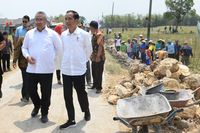 Permalink to Bareng Jokowi, Mendes Tinjau Pembangunan Talud Penahan Longsor