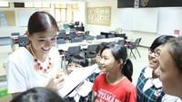 <p>Murid-murid ini diajak Agnez Mo membahas topik apa ya? (Foto: Instagram/agnezmo) </p>