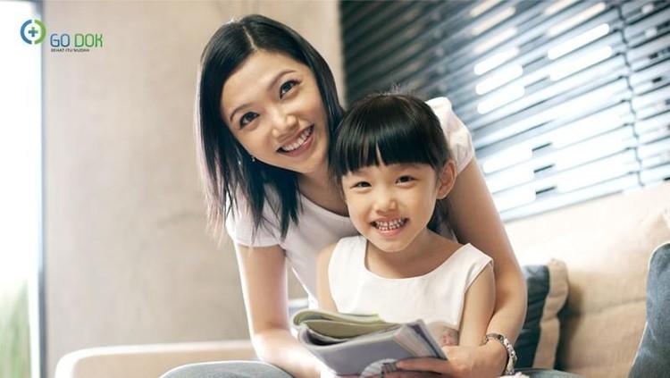 Kecerdasan anak sering dikaitkan dengan kecerdasan orang tua. Lantas, benarkah kecerdasan anak hanya ditentukan faktor genetik?