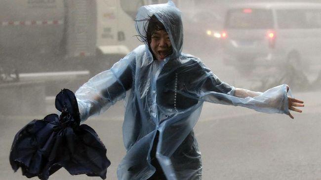 Lebih dari dua juta orang dievakuasi menjelang Topan Mangkhut yang menghantam China pada Minggu (16/9) sekitar pukul 17.00 waktu setempat.