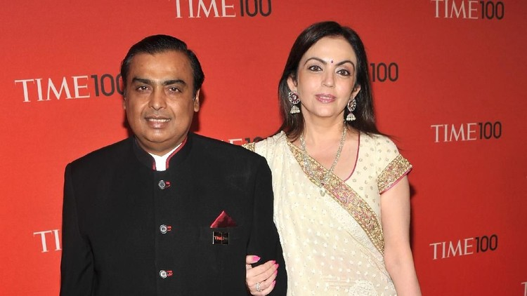 NEW YORK, NY - APRIL 26: Chairman of Reliance Industries Mukesh Ambani (L) attends the TIME 100 Gala, TIME'S 100 Most Influential People In The World at Frederick P. Rose Hall, Jazz at Lincoln Center on April 26, 2011 in New York City.  (Photo by Stephen Lovekin/Getty Images for TIME)