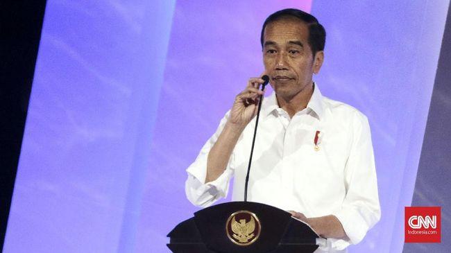 Presiden Jokowi mengatakan bela negara dan Pancasila bisa dilakukan lewat banyak cara seperti dengan kerja nyata, tak cukup hanya dengan mengumpulkan massa.