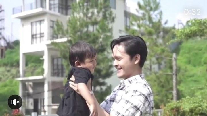 <p>Happy-nya si kecil ketika digendong Om Dito. (Foto: Instagram@ananditodwis)<br /><br /></p>