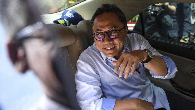 Ketua Umum PAN Zulkifli Hasan mengangap pembiayaan dana saksi dari APBN diperlukan karena selama ini partai politik tidak diizinkan mencari uang.