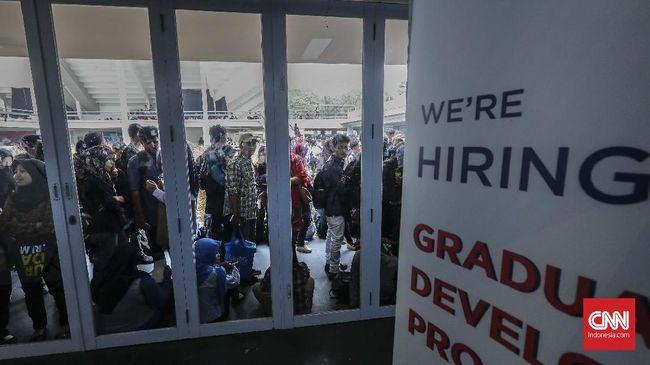 Kadisnaker DKI menyatakan peningkatan angka pengangguran di DKI pada periode Agustus terjadi karena masa tersebut ada angkatan kerja baru yang lulus SMA/SMK.