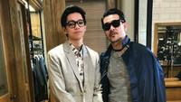 <p>Ferry dan Brandon, ayah anak yang punya selera gaya yang mirip ya. (Foto: Instagram/ferrysal1m)</p>