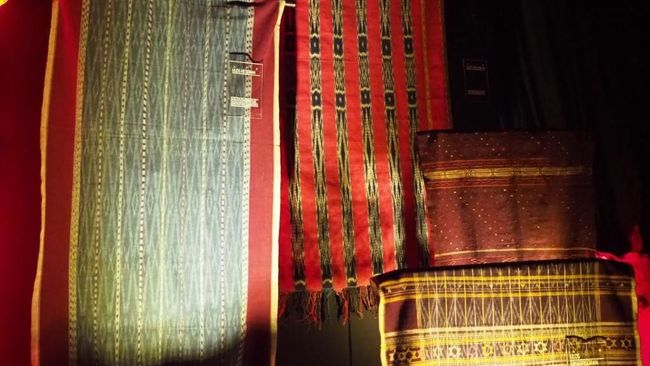 Kain khas Suku Batak, Ulos, ternyata memiliki nilai yang sangat tinggi, karena memiliki peranan penting dalam kehidupan warga Suku Batak.