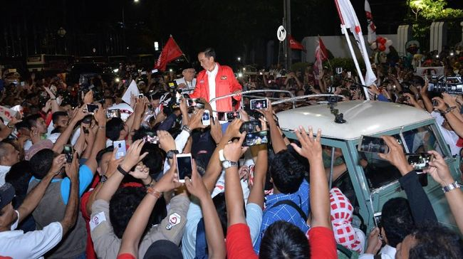 Pendukung pasangan calon presiden Joko Widodo dan Ma'ruf Amin menyambut baik nomor urut 1 yang diperoleh jagoan mereka.