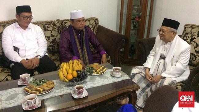 Ma'ruf Amin mengunjungi eks Ketua MUI DKI Jakarta Munzir Tamam di kediamannya di Jakarta Timur. Ma'ruf minta doa dan dukungan Munzir di Pilpres.
