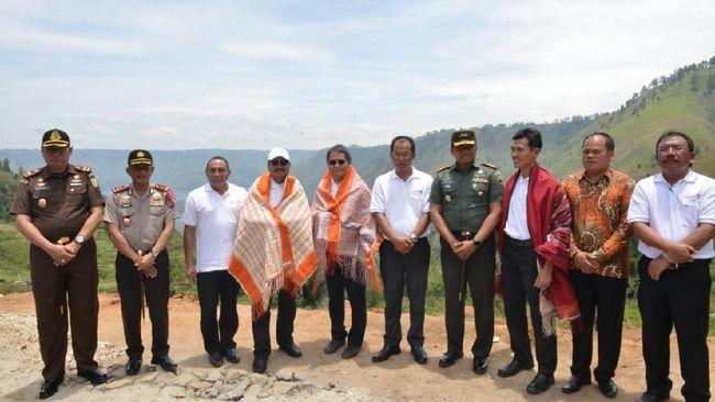 Menteri Pariwisata Arief Yahya meluncurkan Pilot Project Wirausaha Pariwisata Homestay dan Tourist Guide di Kabupaten Humbang Hasundutan.