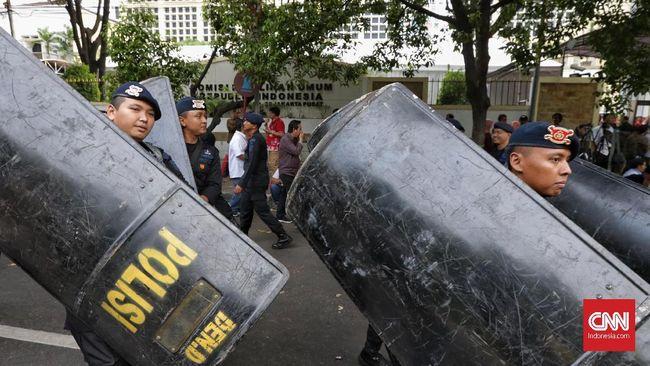 Pelesetan lagu potong bebek angsa yang dinyanyikan relawan Prabowo-Sandiaga di gedung KPU sekaligus menyindir kegagalan pemerintahan Jokowi.