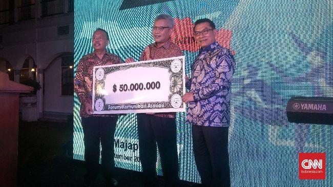 Sejumlah pebisnis asal Jawa Timur menukarkan valuta asing sebesar US$50 juta agar mata uang rupiah tak lagi terpuruk.