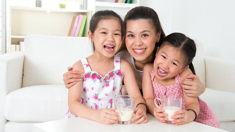 Supaya anak tumbuh tinggi dan cerdas, asupan nutrisinya perlu banget kita perhatikan lho, Bun. Apa aja asupan yang dibutuhkan anak?