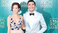 <p>Bagi Henry, premiere film 'Crazy Rich Asians' tak lengkap rasanya kalau tak ditemani istri. He-he-he. (Foto: Instagram/livvlo)</p>