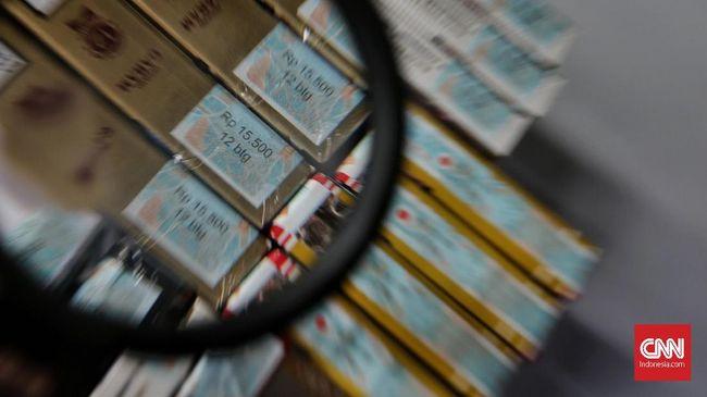 Akademisi UI Abdillah Ahsan meramal keputusan Menkeu Sri Mulyani tak menaikkan tarif cukai rokok jenis sigaret kretek tangan akan memicu peralihan konsumsi.