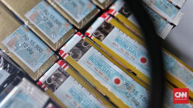 Direktorat Jenderal Bea dan Cukai memastikan aturan kenaikan cukai dan harga rokok diterapkan mulai Rabu (1/1) esok.