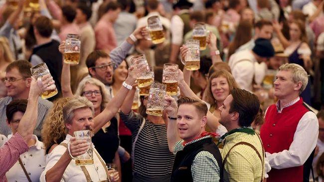 Mabuk akibat minuman berakohol menimbulkan gangguan pada kondisi fisik. Pengadilan di Jerman memutuskan mabuk sebagai salah satu jenis penyakit.