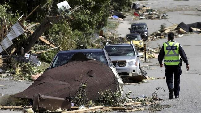 Sebuah tornado dengan ganas menerjang Kanada pada Jumat (21/9) dan menyisakan kehancuran yang belum pernah dialami masyarakat di sana sebelumnya.