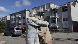 FOTO: Kehancuran Usai Tornado Terjang Kanada