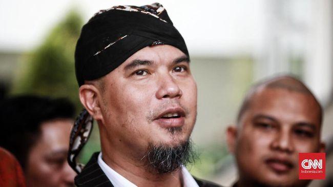 Musikus Ahmad Dhani bakal memproduksi video klip bersama Fadli Zon dan Sang Alang untuk lagu dengan judul yang menyitir ucapan Jokowi; 'Sontoloyo'.